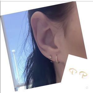 Bar Huggie Hoop Earrings in 18k Gold